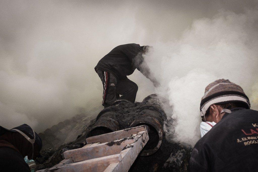 Sulfur Mining- Ijen LQ by Sebastian Jacobitz